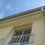 """Am Dachkasten lässt sich eine breite Reihe von kleinen """"Lüftungslöchern"""" erkennen"""
