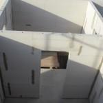 Vorne Bad, hinten Treppenhaus