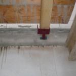 Eine der Halterungen für die künftige Holztreppe