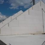 Sieht nach Pyramiden aus. :-)