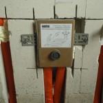Apparatur für den Handtuchheizkörper mit angeschlossener Rücklauf-Fußbodenerwärmung