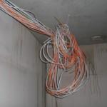 Sie sieht es derzeit an der Decke des HWR aus, wo offenbar alle Stromleitungen zusammenlaufen