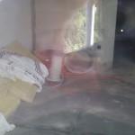 In unserem Wohnzimmer werden Elektrokabel, Leerrohre und ein bisschen Dämmung gelagert.