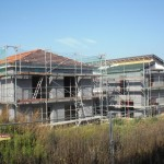 Die Dimensionen der Häuser der Nachbarn schräg gegenüber sind nun klar - alles im Rahmen. :-)
