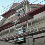 Auch an der Giebelseite wurden nun die Rollläden angebracht; außerdem wurde der Riss in der Dachplane geflickt.