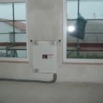 """Heizkörper im """"großen"""" Zimmer der ersten Etage - auch hier ist der Heizkörper nah an den Schaltern"""
