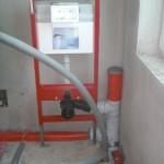 Vorwandinstallation für wandhängendes WC-Becken im Badezimmer