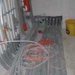 Stromkabel führen vom Heizungsraum in unser Haus...