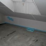 Bodenauslass für die Lüftung unter dem Dachfenster