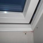 Dachfenster in leicht geöffneter Stellung