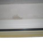 Der feuchte Fleck in der Fensterlaibung war auch nach dem Lüften weiterhin vorhanden. Woher kommt er nur?