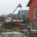 Straßenlaternenaufrichtungsarbeiten von unserem Wohnzimmer aus beobachtet. :-)