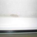 Der nasse Fleck in der Fensterlaibung ist wieder aufgetaucht. :-(