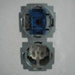 Schalter (oben) mit Steckdose (unten)