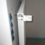 Nun angewinkeltes Thermostat im Wohnzimmer