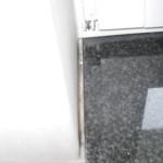 Großer Spalt zwischen Fensterbank und Laibung