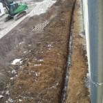Die Arbeiten den den Außenanlagen ruhen - die Ringerdung liegt weiterhin frei.