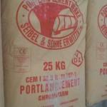 Vor unserem Haus gelagertes Zementpulver - ungeschützt. Haben die gar keine Angst, dass das nass wird?