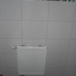 Der Heizkörper im Gäste-WC wurde wieder angebracht