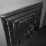 Verkleidete Heizungsrohre im Hauswirtschaftsraum