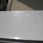 Rechts zu sehen ein Kratzer in der Außenfensterbank - da sie aus Aluminium besteht, kann das zum Glück nicht rosten