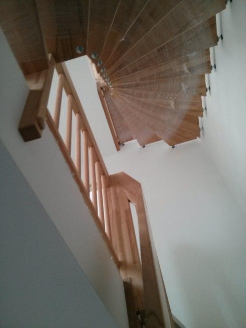 Treppe, sanitäre Objekte und viele Steckdosen-Abdeckungen