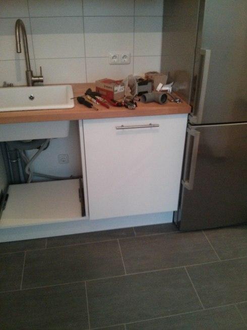 Ikea Friheten Extra Cushions ~ Vollintegrierter Geschirrspüler nebst freistehendem Kühlschrank