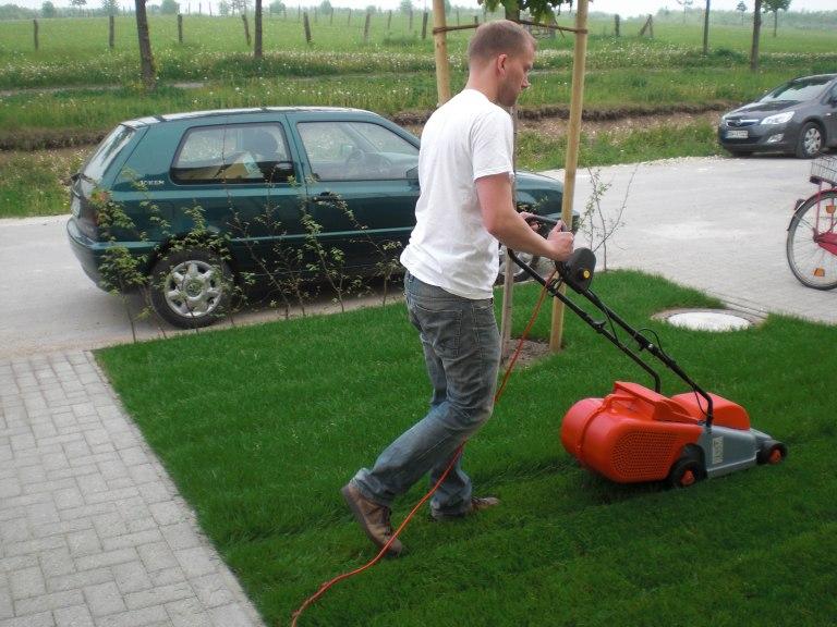 Ganz und zu Extrem Das erste Mal Rasen mähen › Passivhaus-Bautagebuch @JN_78