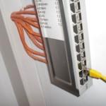 Patchpanel wird von der FritzBox mit DSL versorgt (von rehcts)