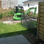 Winkelstütze im schmalen Bereich des Gartens wird neu gesetzt