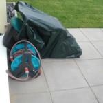 Nun findet auch endlich der Rasenmäher auf der Terrasse sein vorübergehendes Zuhause