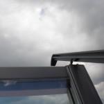 Wenn man das Fenster in die Putzstellung bringt, sieht es durch die Schienen ganz schön wild aus