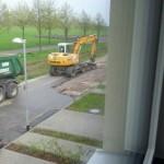 Provisorische Straße wird durch Bagger aufgerissen