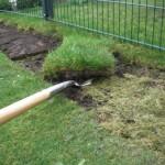 Abgetragene Grassode auf Spaten