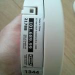 Optisch stört das IKEA-Etikett ein wenig. Ich habe den Rauchmelder jetzt so gedreht, dass man es nicht sieht.